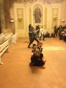 Alexandra Pirici & Manuel Pelmus, Public Collection Bologna, 2015
