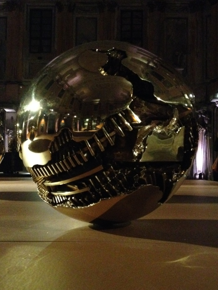 Arnaldo Pomodoro, Sfera or Death Star damaged